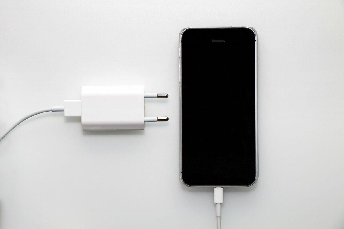 Iphone aufladen.