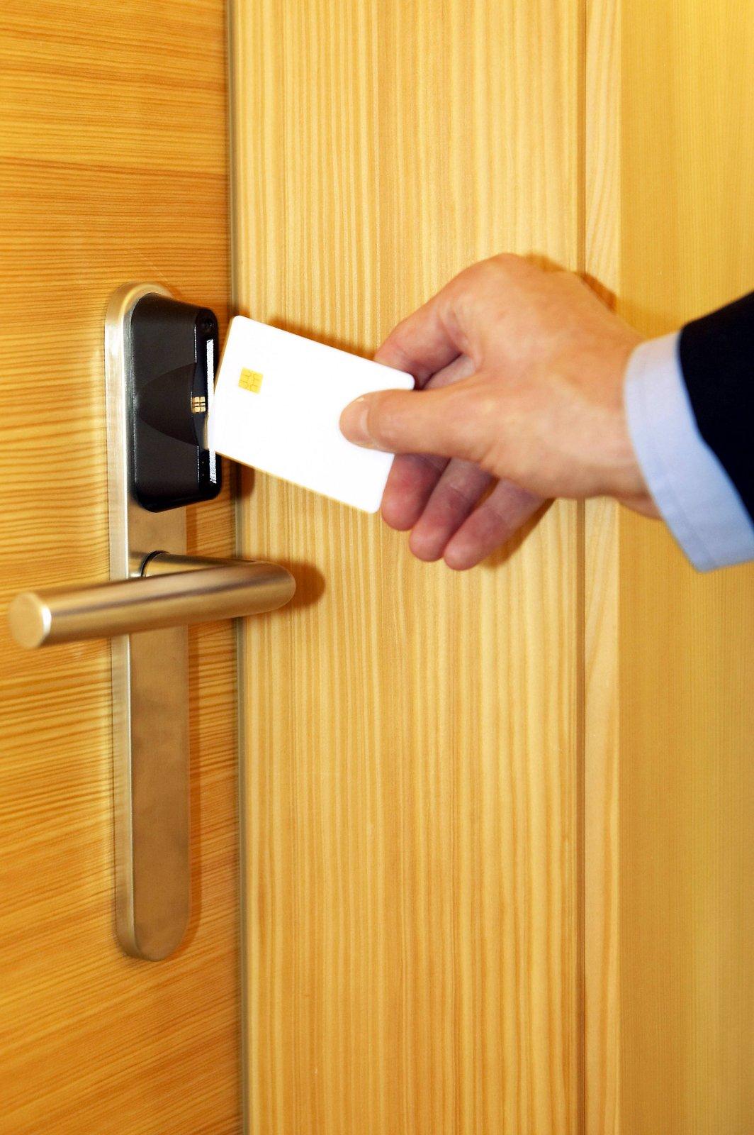 Tür mit Schlüsselkarte öffnen