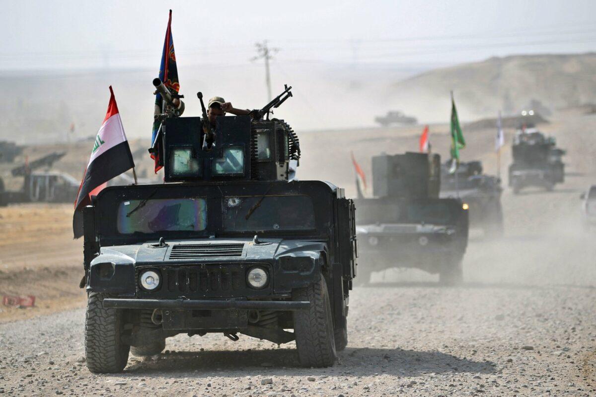 Humvee Militärfahrzeug in der Wüste