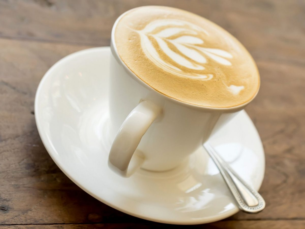 Ein Kaffee mit MIlch.