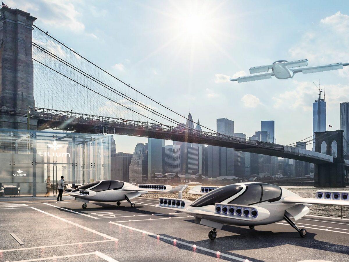 """New Yorker Skyline mit Flugtaxi-""""Parkplätzen"""" davor"""