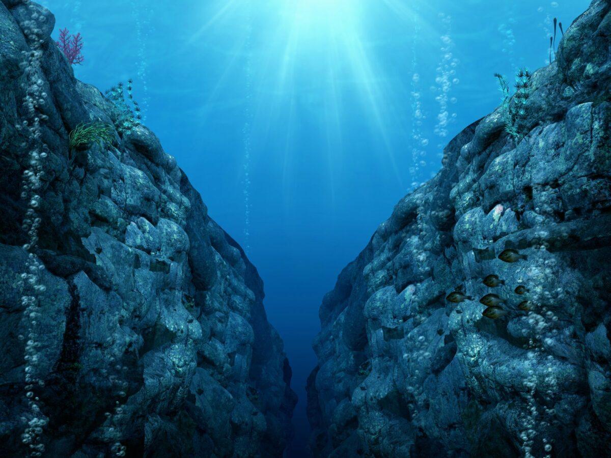 Tiefseengraben unter Wasser (Symbolbild)
