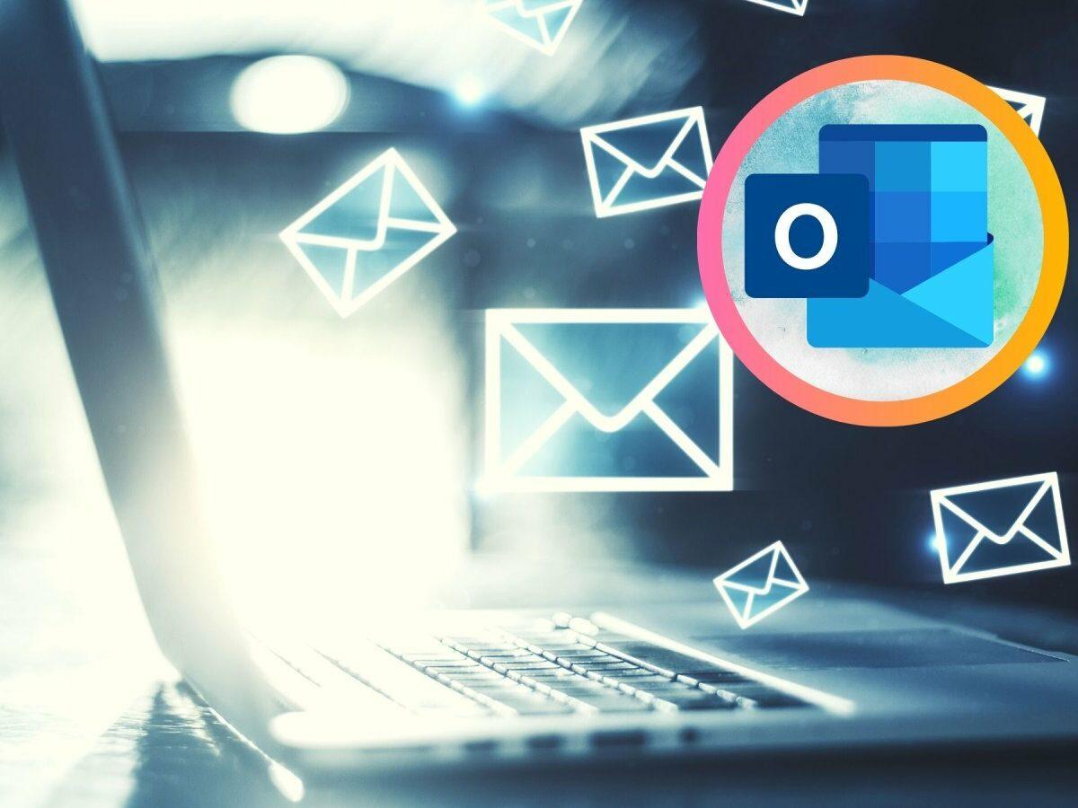 Mailprogramm auf einem Laptop und das Outlook-Logo