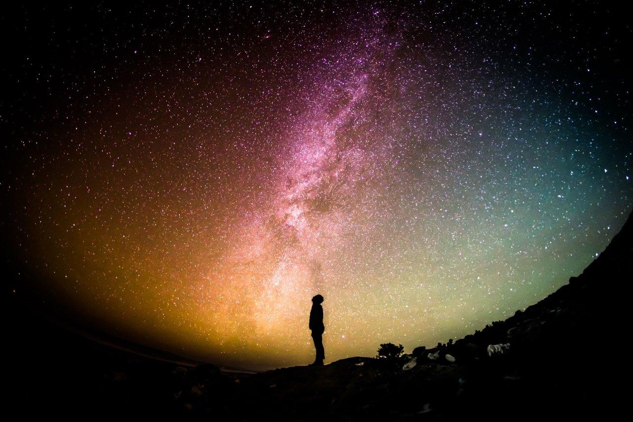 Menschen werden vermutlich schon lange nicht mehr auf der Erde weilen, wenn das Universum am Ende ist.