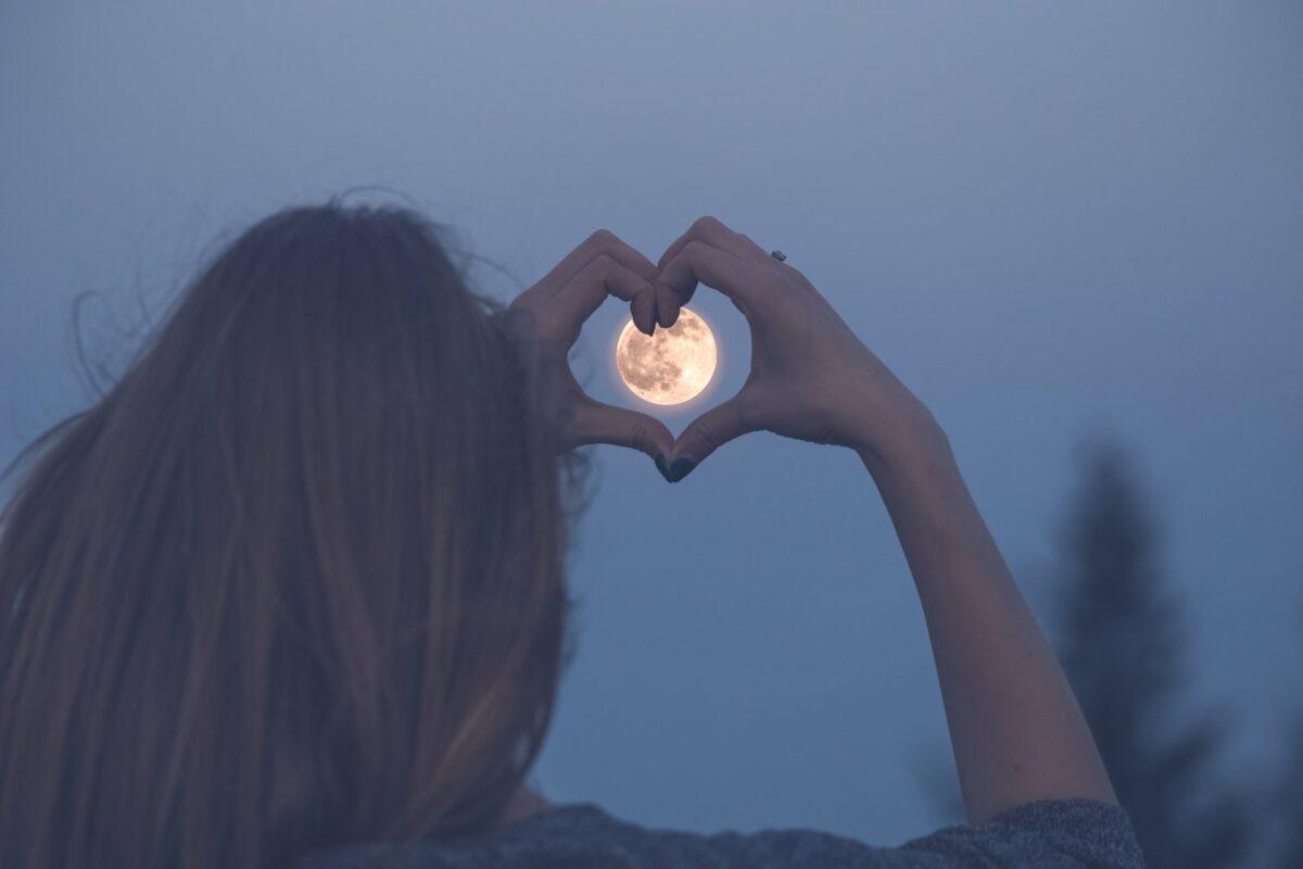 Frau mit Mond