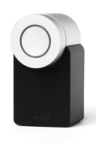 Das Nuki-Türschloss macht das herkömmliche Haus- oder Wohnungstürschloss selbst digital bedienbar.