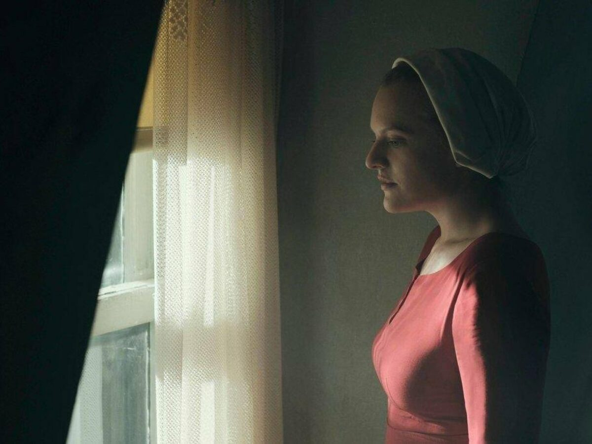 Elisabeth Moss in The Handmaid's Tail.