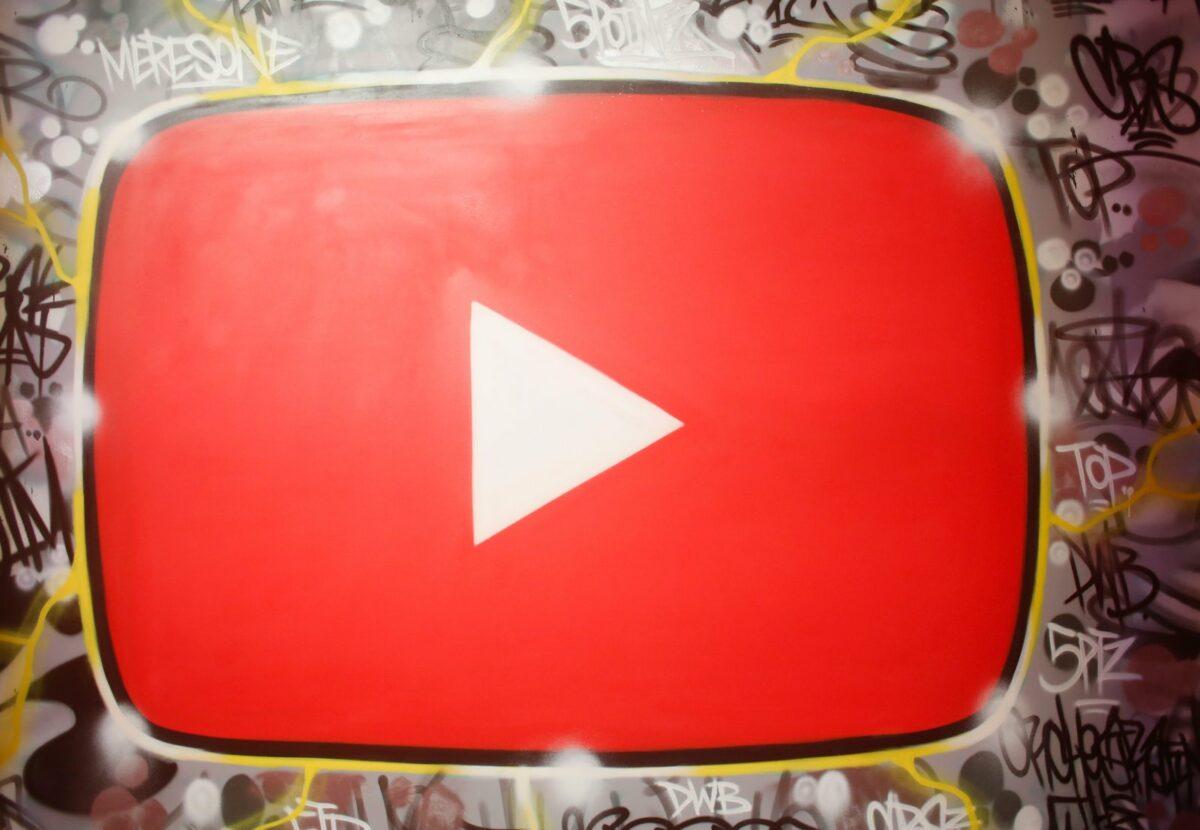 YouTube-Logo als Grafitti