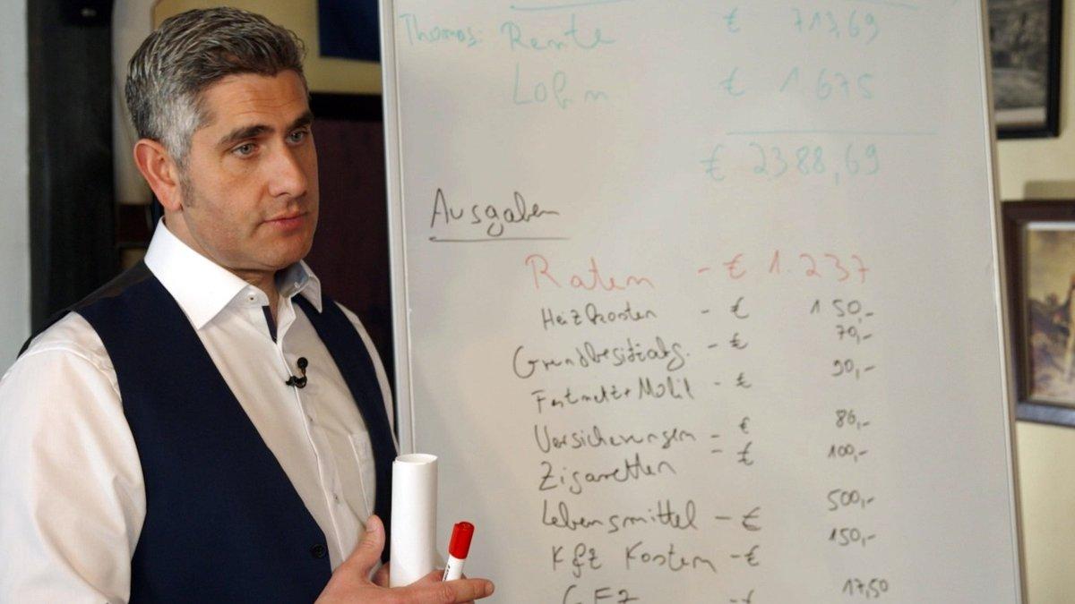 Stilianos Brusenbach ist der neue Schuldnerberater bei RTL.. © RTL