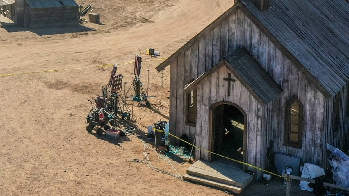 An diesem Filmset hat sich der tragische Unfall ereignet.. © imago images/ZUMA Wire