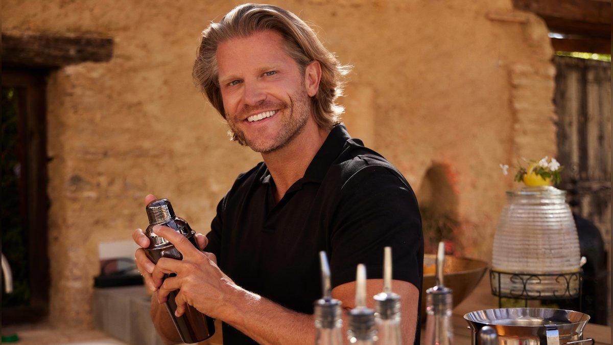 """Paul Janke betreut die Kandidatinnen und Kandidaten bei """"Bachelor in Paradise"""".. © RTL"""
