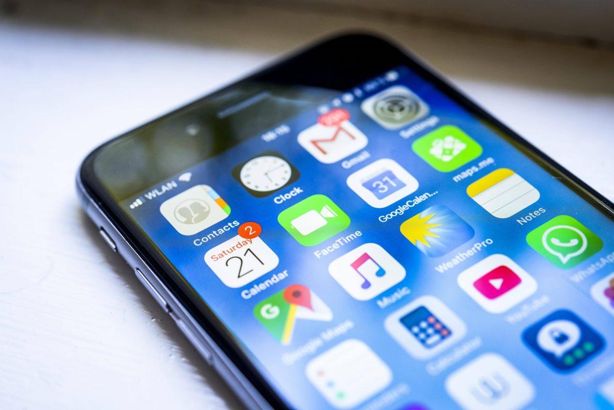 IPhone 6s Smartphone Homescreen viele app Icons auf dem Display Apps iOS Detail Nahaufnahme